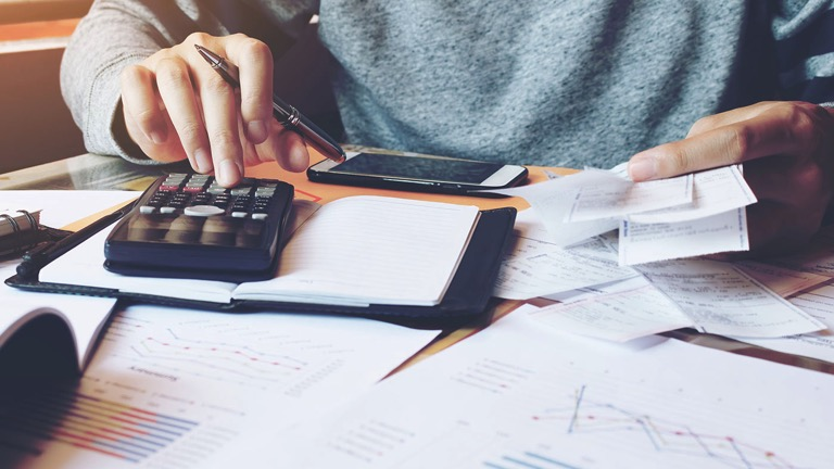 Steps to create a monthly budget