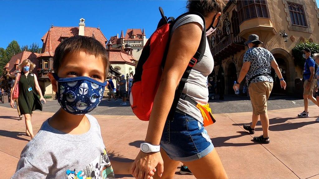 disney-world-vacation-walking